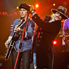 Izzy Stradlin Joins GN'R Onstage