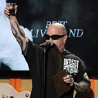 Kerry King Raises Toast to Jeff Hanneman at Public Memorial