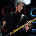 Roger Waters Pays Tribute to 'The Wall' Stage Designer