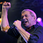 Deep Purple's Ian Gillan to Sing 'Smoke on the Water' Backed by Over 1000 Guitarists