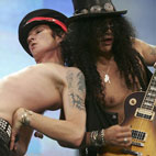 Slash: 'I Can See Scott Weiland Coming Back to Velvet Revolver, But I Can't See Anybody Accepting Him'