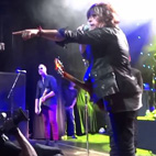 Stone Temple Pilots Guitarist Ejects 'Douchebag' Fan From New York City Show