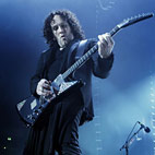 Vivian Campbell Talks Touring With Cancer: 'I Don't Feel Like Laying Home in Bed'
