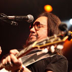 Frehley Lines Up Slash for Covers Project