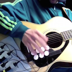 Guy Combines Guitar and Drum Machine With Cool Results, Delivers Tons of Groove
