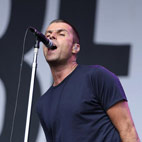 Beady Eye Perform 'Champagne Supernova' Live in Japan