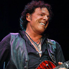 Neal Schon: Steve Perry Is Welcome to Sing With Journey Any Time