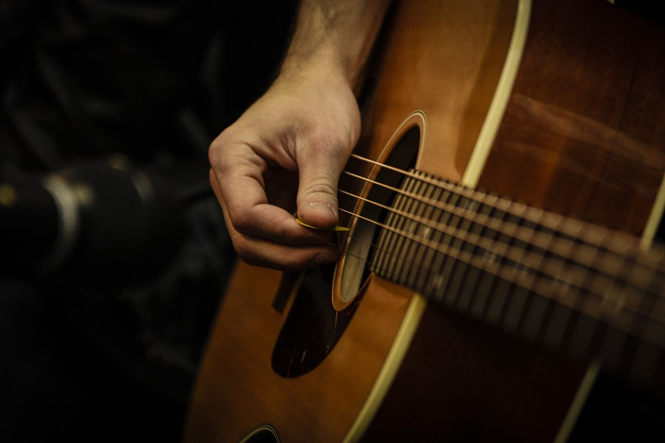 how to play a dead note on acoustic guitar