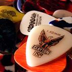 Choosing the Right Guitar Pick