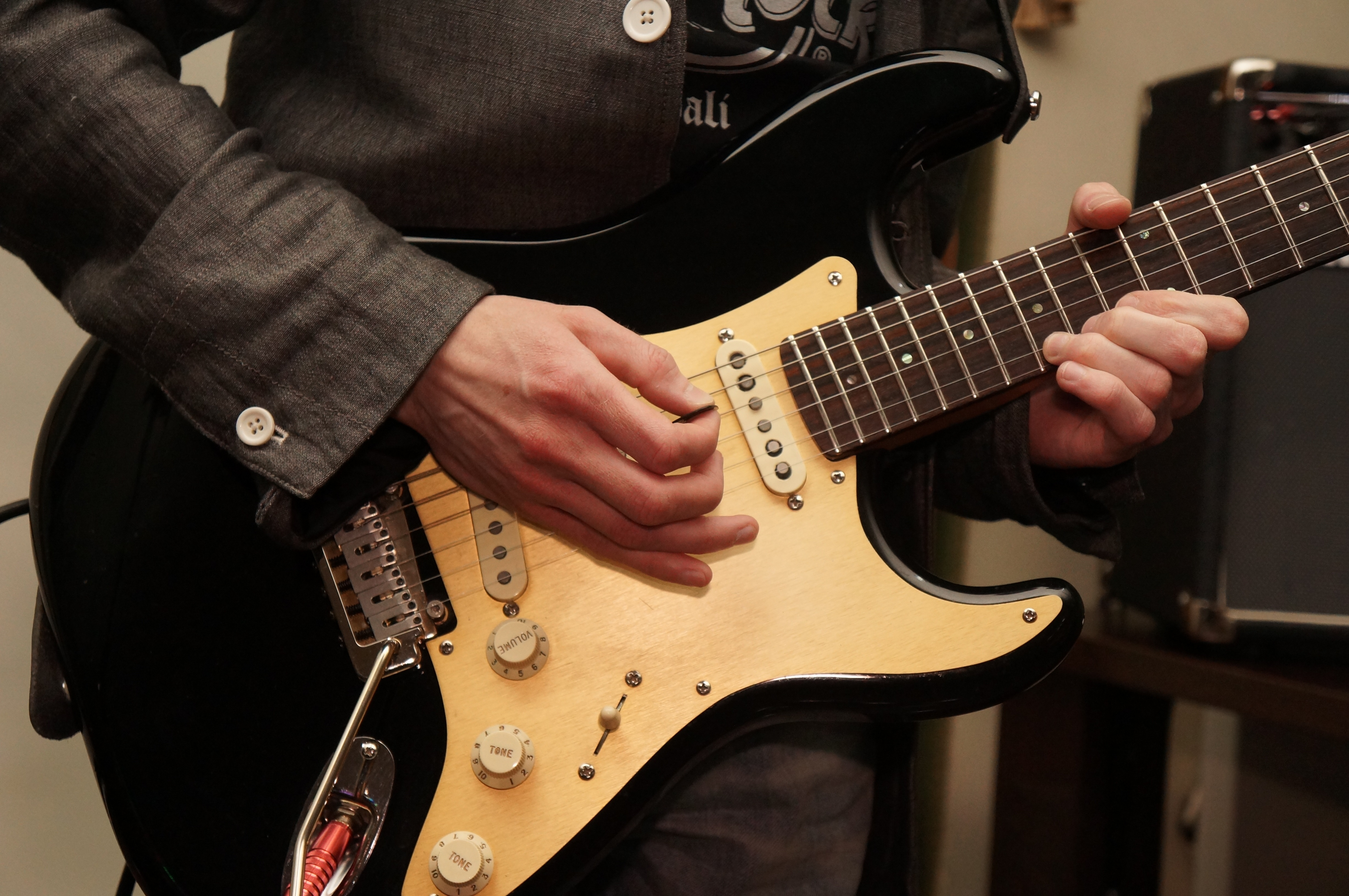 How to Improve Your Electric Guitar's Tuning Stability