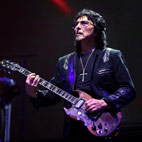 Tony Iommi: 'One Day We May Play Together With Bill Ward'