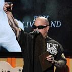 Kerry King Raises Toast to Jeff Hanneman at Public Memorial