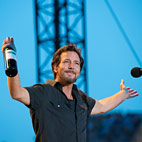 Pearl Jam to Knock Miley Cyrus Off No. 1 US Spot With 'Lightning Bolt'