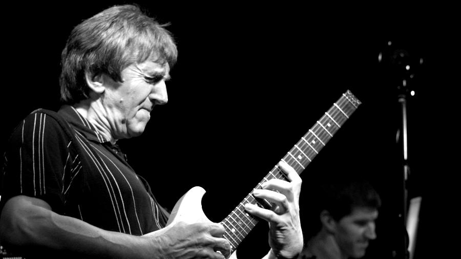 Progressive guitar virtuoso Allan Holdsworth dead